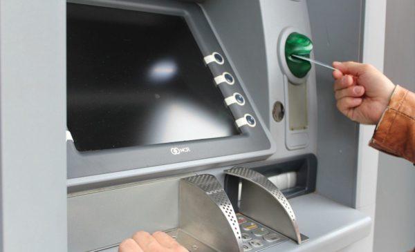 <h1>【緊急】海外ATMでクレジットカードが飲み込まれた吸い込まれた取り出せない</h1>